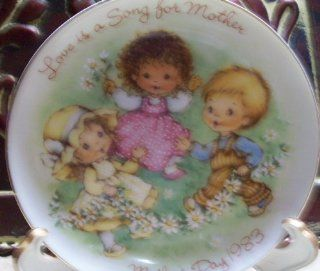 1983 avon collectible mother s day plate quot love is a song for mother