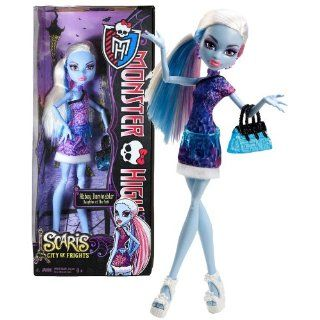 "Mattel Year 2012 Monster High ""Scaris City of Frights"" Series 10 Inch Doll Set   Daughter of The Yeti with Purse and ""Ice"" Belt Toys & Games"