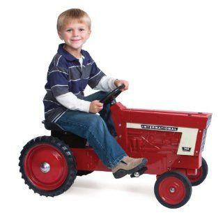 Ertl Farmall 766 Diecast Pedal Tractor Toys & Games