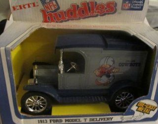 Dallas Cowboys Diecast 1983 Ertl NFL Huddles Coin Bank   1913 Ford Model T Delivery Truck Collectible  Sports Fan Toy Vehicles  Sports & Outdoors