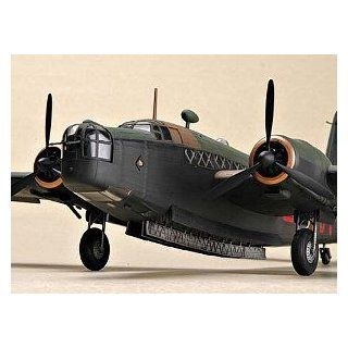 Trumpeter 1/48 Vickers Wellington Mk IC WWII British Bomber Model Kit Toys & Games