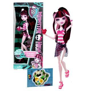 "Mattel Year 2011 Monster High Skull Shores Series 10 Inch Doll   Draculaura ""Daughter of the Dracula"" with Flower Shaped Cup, White Hat, Earrings, Map Card, Hairbrush and Doll Stand (W9180): Toys & Games"